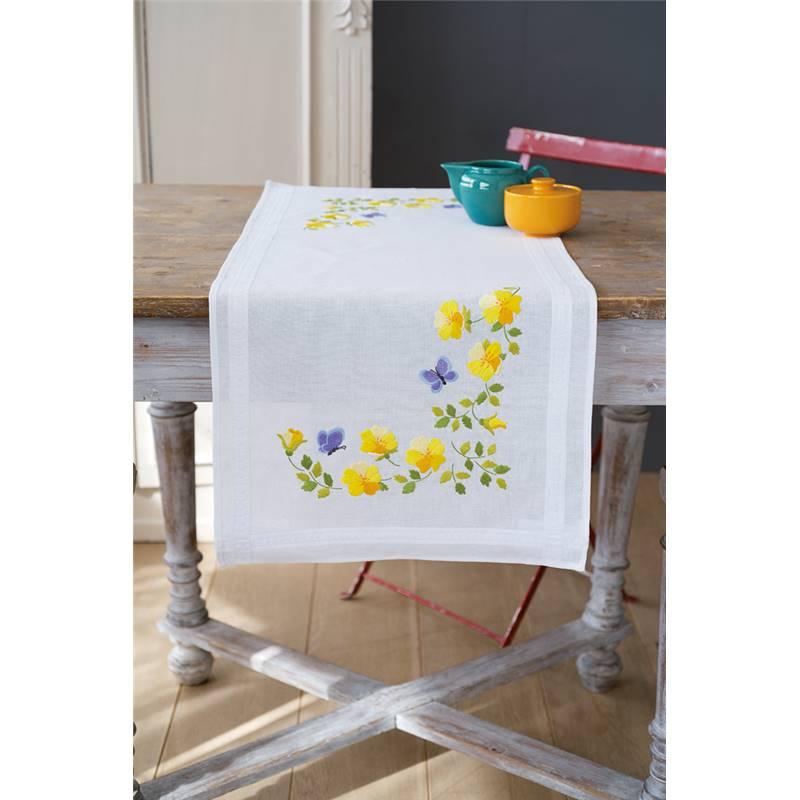 chemin de table broderie traditionnelle fleurs de printemps vervaco. Black Bedroom Furniture Sets. Home Design Ideas